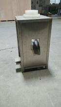 Установка предназначена для механизации процесса удаления крышек с 11 и 19 литровых бутылей перед их мойкой.