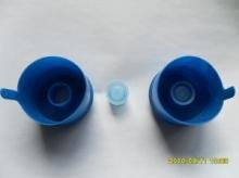Оборудование для вставки колпачка в крышку 19л бутылей