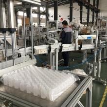 Автомат для упаковки пустой пластиковой тары в готовые пакеты.
